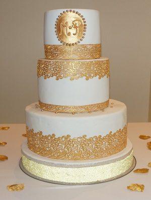 wedding cake dentelle et or